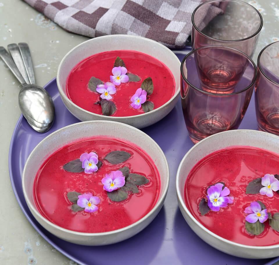 Rødbedesuppe er både flot og nærende – find opskrift