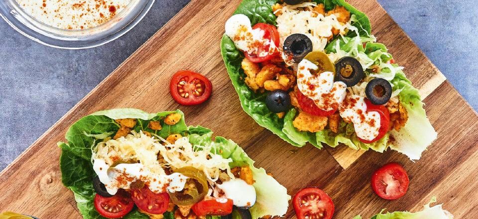 Opskrift på hurtige salattacos med yoghurtdressing