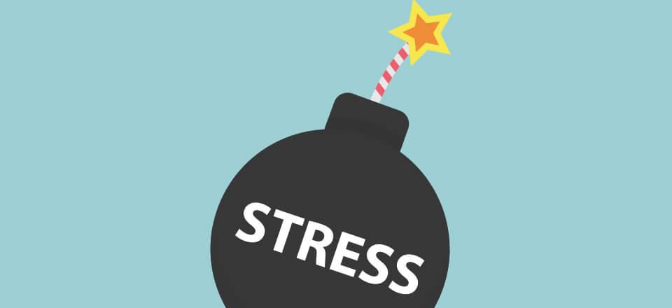 Når vi taler om stress, glemmer vi ofte at spørge, om der er tale om en afgrænset periode med travlhed, generel mangel på prioritering – eller en direkte trussel mod dit helbred?